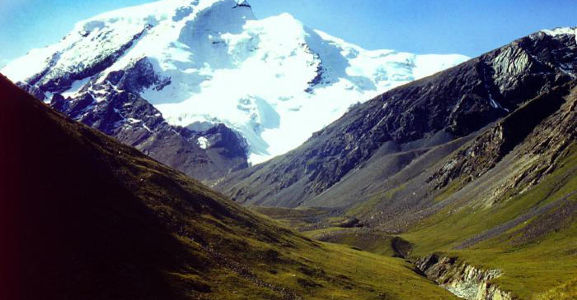 Deglii Tsagaan mountain