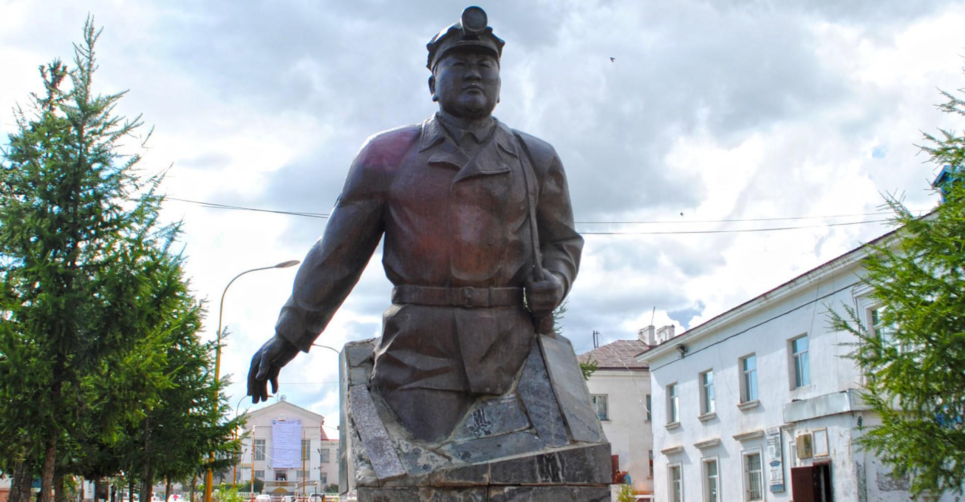 HERO OF LABOR DAMDINY DAVAAJAV STATUE