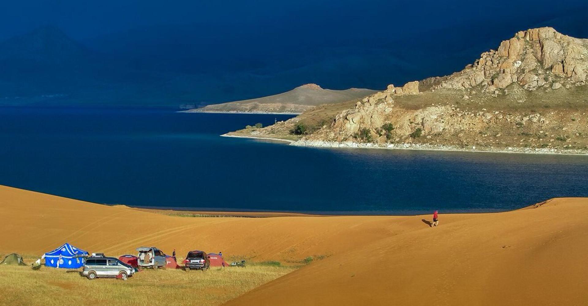 Ulaagchnii khar lake