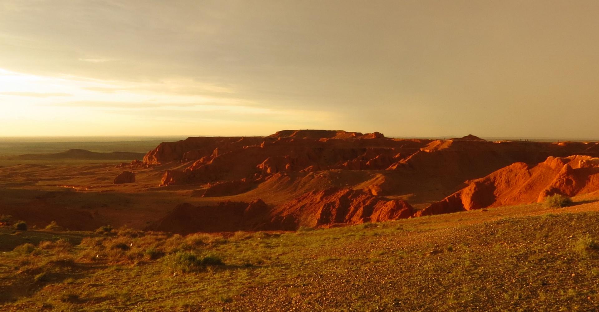 Flaming Cliffs ( Bayanzag )