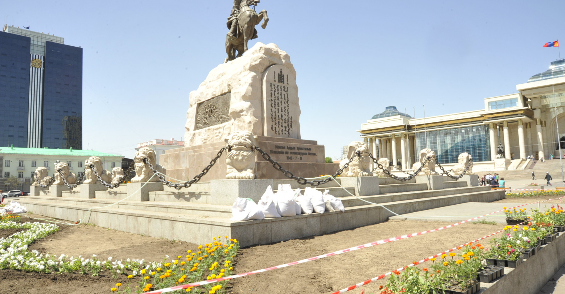 DAMDINY SUKHBAATAR EQUESTRIAN STATUE AND MEMORIAL